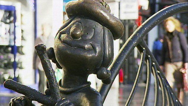 Minnie the Minx statue