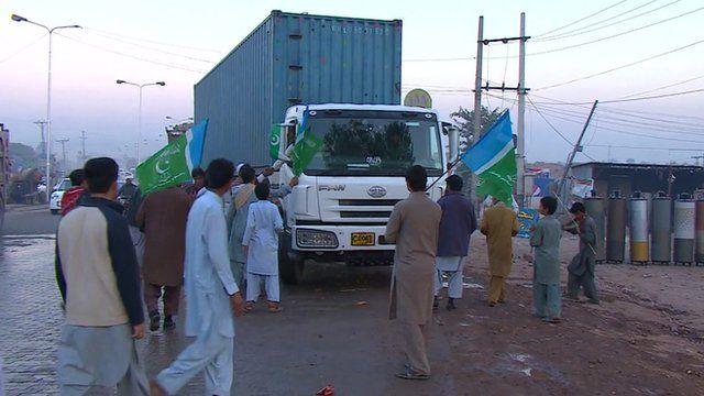 Protesters block truck in Pakistan