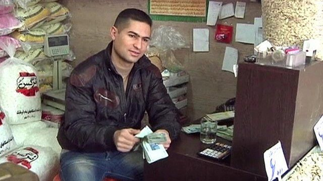 Man counts Iranian currency