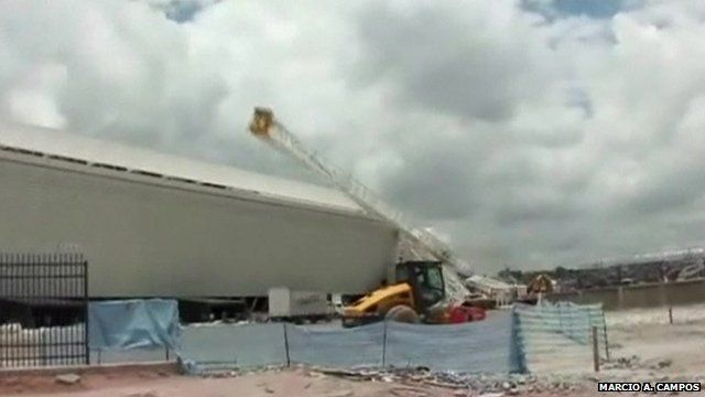 Moment Brazil crane collapses from amateur video