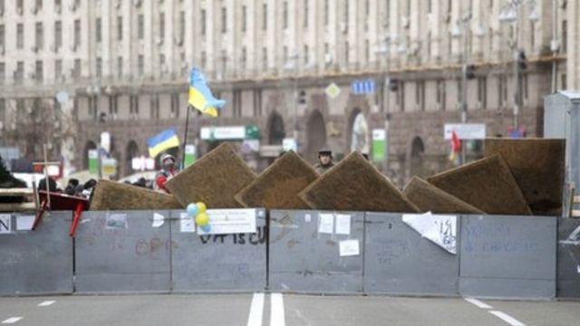 Ukraine unrest: Protesters blockade government sites