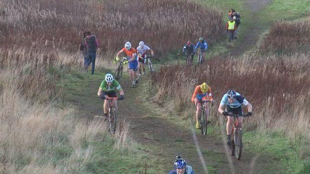 Farapaisich ann an rèis cyclocross.