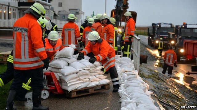 Firefighters fortify an embankment in Cuxhaven- Sahlenburg, northern Germany