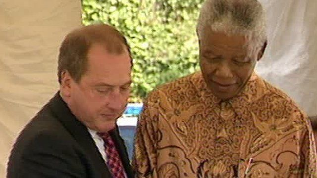 Ron Davies and Nelson Mandela in Cardiff in 1998