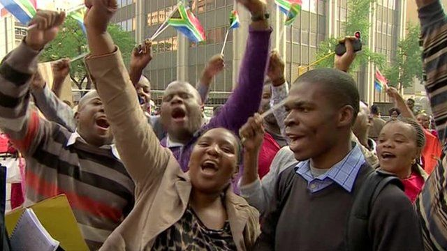 Crowds cheer for Mandela