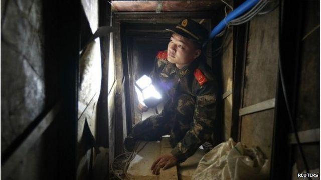 Chinese smugglers 'dig tunnel to Hong Kong'