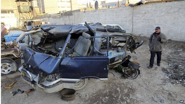 Scene of a car bombing in Baghdad (16/12/13)
