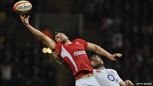 Sam Warburton reaches for the ball under pressure from England lock Geoff Parling