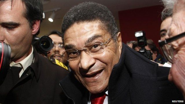 Portugal's former player Eusebio arrives for the launch of his biography at Luz stadium in Lisbon, January 2012
