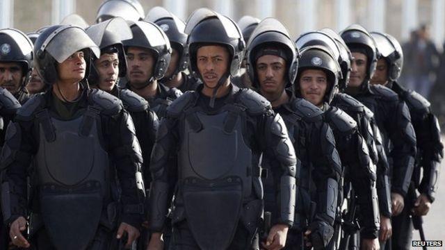 Egypt unrest: Mohammed Morsi absence halts Cairo trial