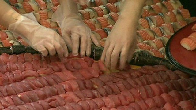 Chefs create sushi mosaic in Hong Kong