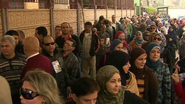 Queues to vote in referendum