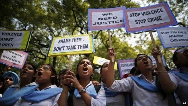India gang rapes: Arrests over hanged girls in Uttar Pradesh
