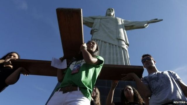 Rio's Christ the Redeemer statue's thumb chipped in storm