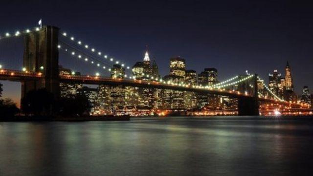 Daniel Radcliffe to build Brooklyn Bridge