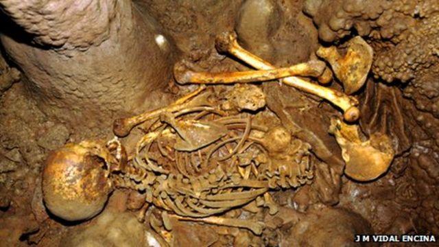 Hunter-gatherer European had blue eyes and dark skin