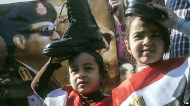 Egypt ex-President Morsi defiant at jailbreak trial