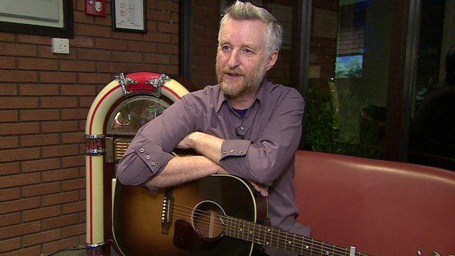 Billy Bragg pays tribute to folk singer Pete Seeger