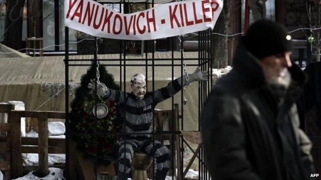 Ukraine unrest: EU and US clash with Russia in Munich