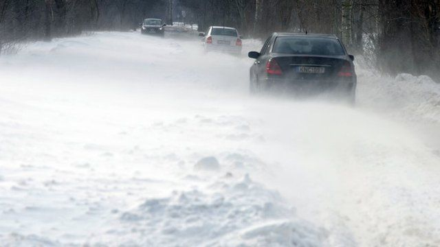 Drivers in Serbian snow