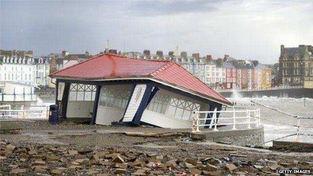 Damaged shelter on promenade