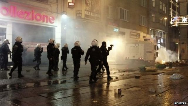 Istanbul clashes over Turkey's new internet laws