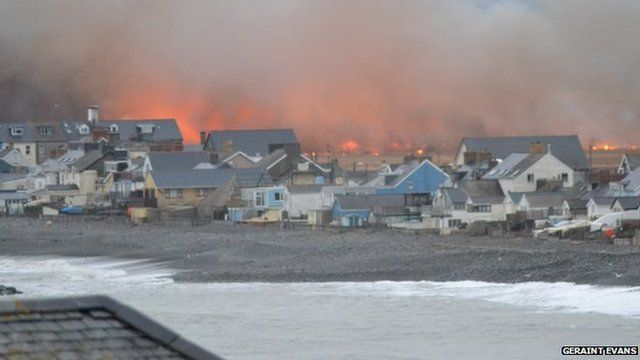 Bog fire rages in Borth