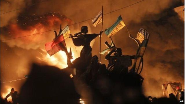 Ukraine crisis: Police storm main Kiev 'Maidan' protest camp