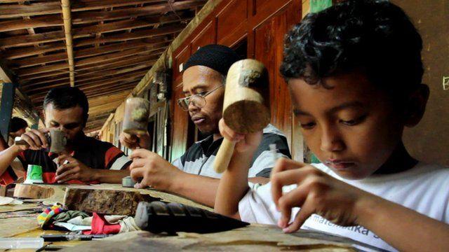 Craftsmen at the Wayang Village Resort