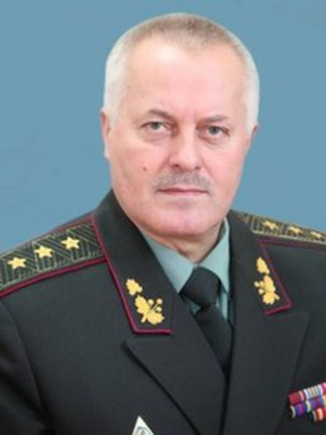 Ukraine President Yanukovych sacks army chief amid crisis