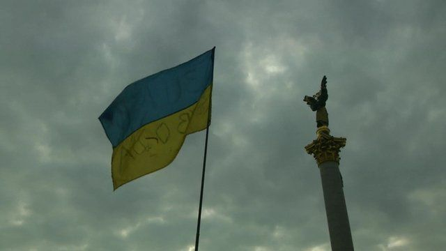 A flag and a statue