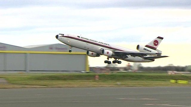 Dc-10 takes off