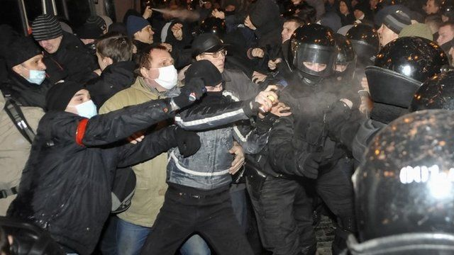 Protesters clash in Donetsk
