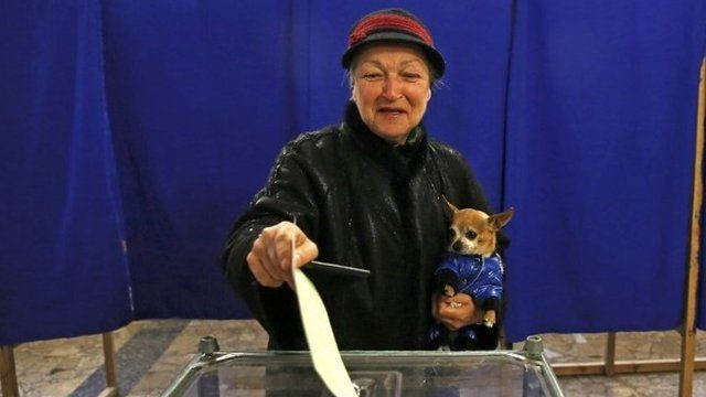 A woman voting in the referendum
