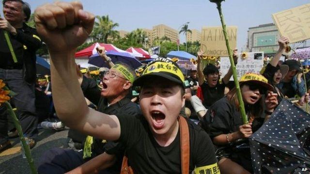 Mass protest held in Taiwan against China trade deal
