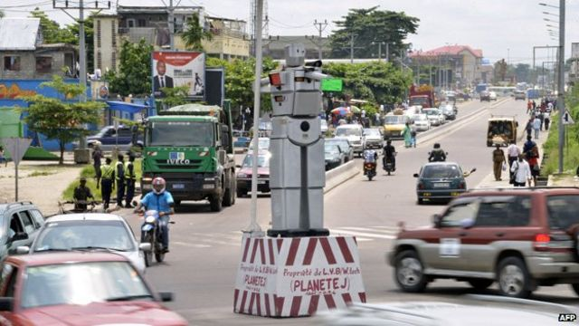 DR Congo: Traffic cop robot installed in 'second capital'