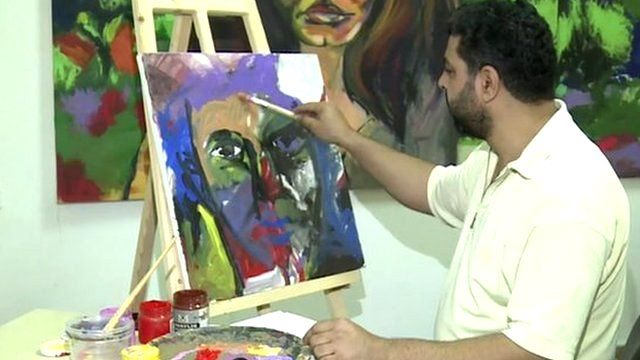 Artist Mohammed al-Hawajri at work