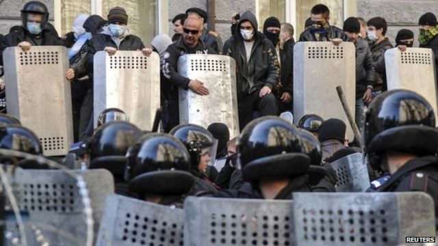 Ukraine: Pro-Russians storm offices in Donetsk, Luhansk, Kharkiv