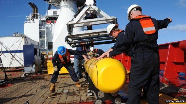 Crew on board Ocean Shield - 04/04/2014