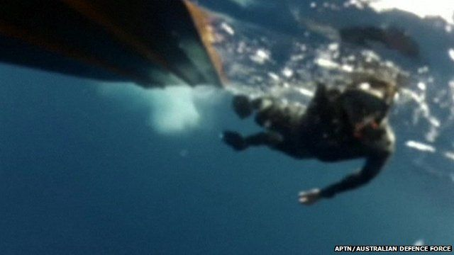 Navy divers search for missing Malaysia Airlines plane