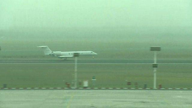 Shrien Dewani's plane lands in South Africa