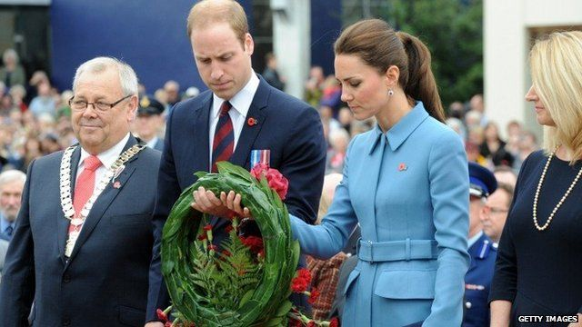 Duke and Duchess of Cambridge laying a wreath in Blenheim, New Zealand
