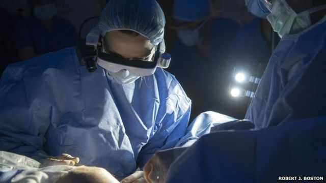 Goggles help surgeons 'see' tumours