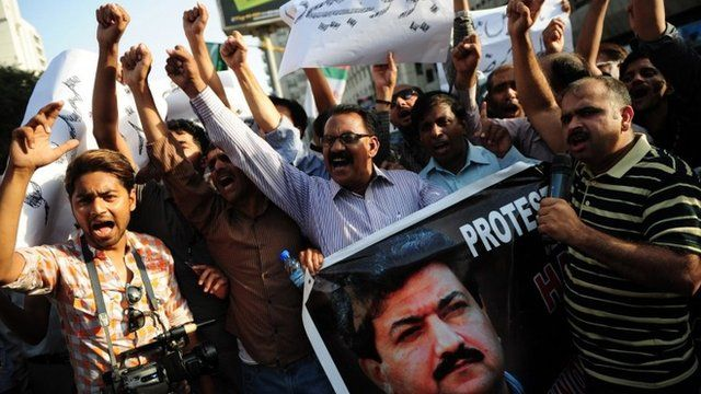 Pakistani journalists hold demonstration supporting Hamid Mir, seen on banner