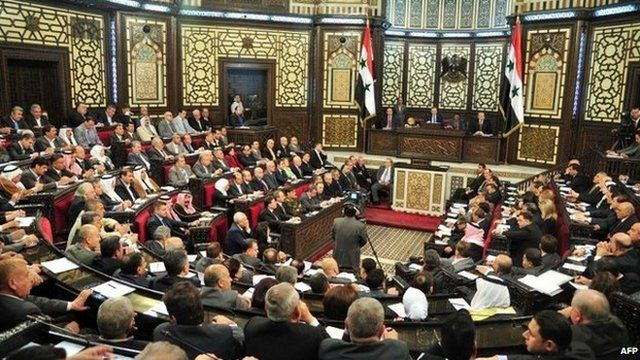 The speaker of Syria's parliament addresses MPs in Damascus (21 April 2014)