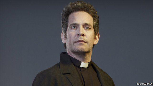 Tom Hollander in Rev