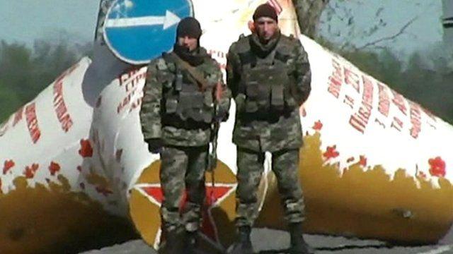 Soldiers at Ukrainian army blockade