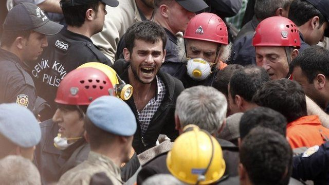 Rescuers and relative in Soma, Turkey
