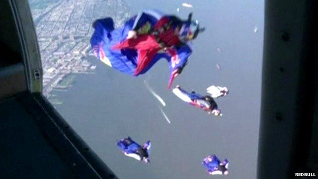 Wingsuit flyers