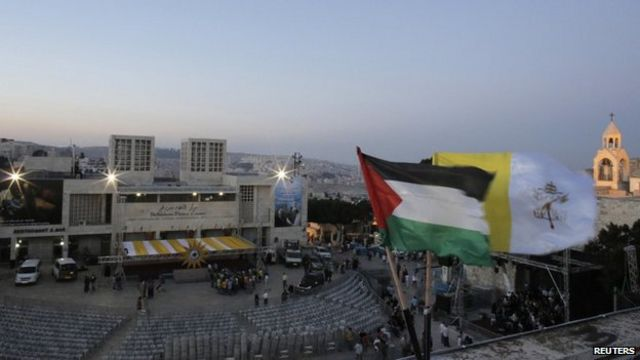 Pope Francis praises Jordan at start of Middle East visit
